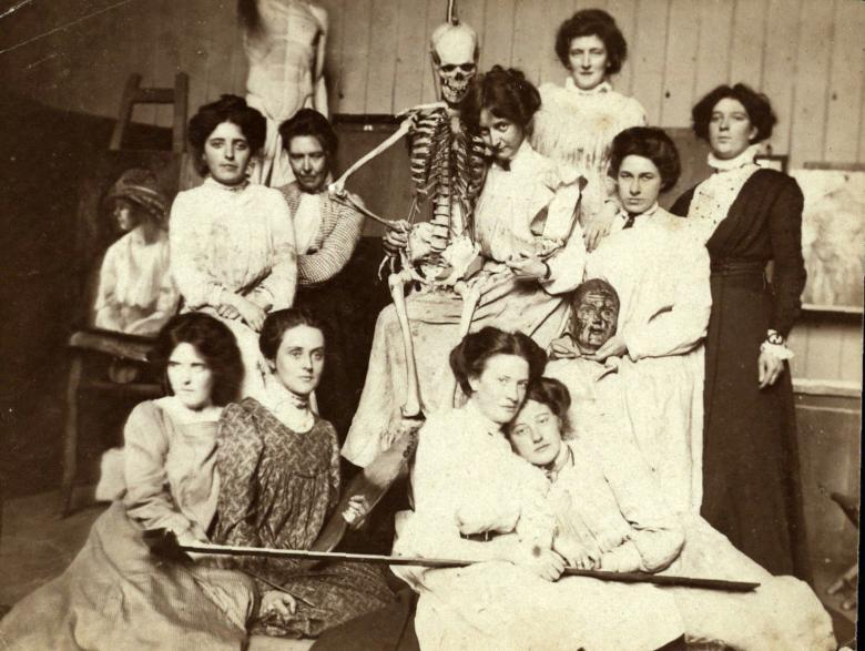A photograph of women artists from the Dublin Metropolitan School of Art. From our archives.