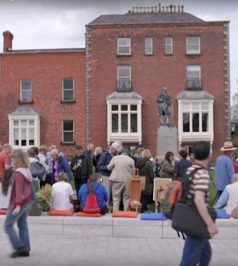 Artists in the Merrion Square forecourt of the National Gallery of Ireland, taking part in a plein-air painting field trip as part of the Art in the Open festival.