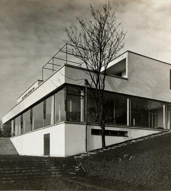 Black and white photo of a modernist house called Haus Tugendhat in Brno.