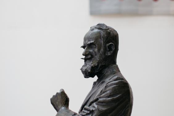 George Bernard Shaw statue in the Millennium Wing. © National Gallery of Ireland.