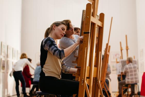 Art classes in the gallery. © National Gallery of Ireland.
